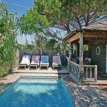 The perfect place to take a sunbath - Tiki Lounge Garden Pool 2 bedrooms